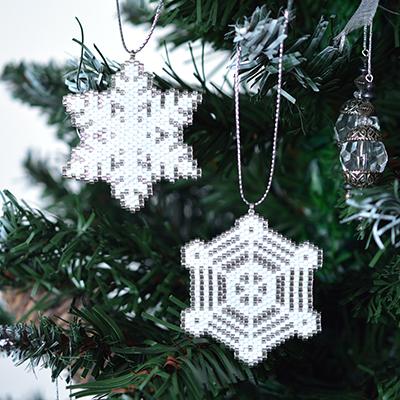 ビーズステッチでクリスマス♡基本の編み方&図案13選