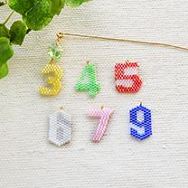 シェイプドステッチで作る数字のフラワーピック